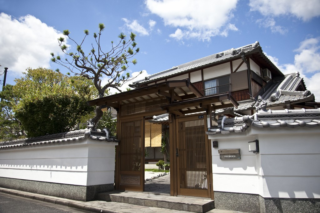 Nara houses meanwhile in japan for Classic japanese house